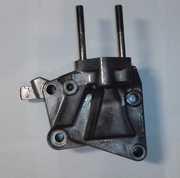 Кронштейн передней опоры ГБЦ  MD333456